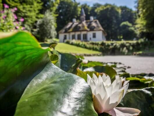 Liselund Slot - billede af slot i Liselund Park